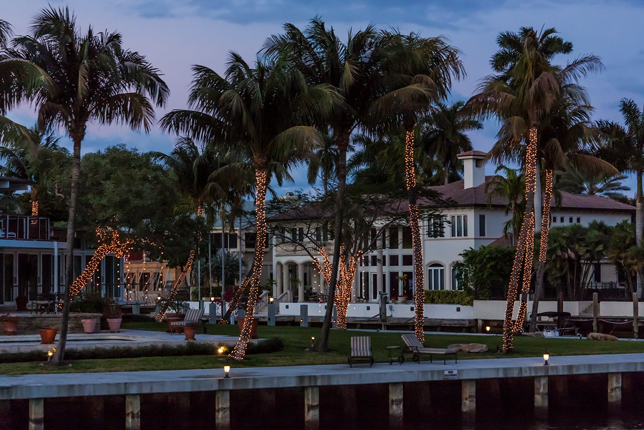 Homes along canals Fort Lauderdale